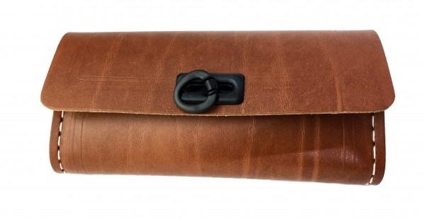 Alforja para herramientas en marrón, con 1 cierre de plástico en negro