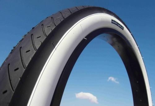 Neumáticos Street Hog 24 x 3.0 en negro con banda blanca